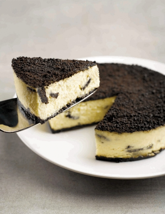 Oreo Cookies and Cream Cheesecake - from Cat and the Fiddle